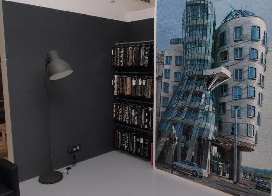Fotografie Tančícího domu ztvárněná jako mozaika