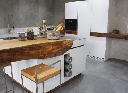 Kuchyně v showroomu ve Zlíně <a href='http://www.loskachlos.cz/shop/file/1701/'>Tempo Smoke</a>